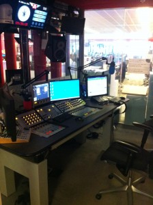 Salah satu studio di BBC Radio.