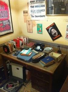 Replika kantor New Musical Express, majalah yang pertama kali menulis The Beatles.